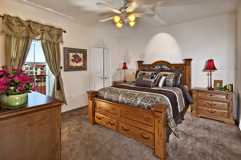 Bedroom at Listing #147868