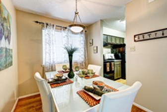 Dining at Listing #140998