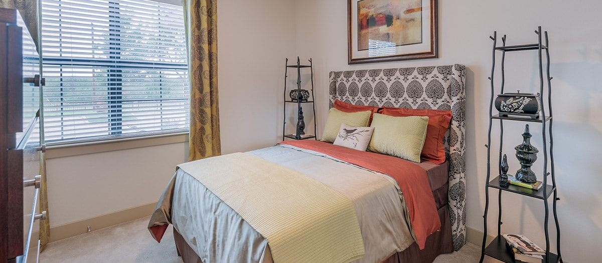 Bedroom at Listing #145036