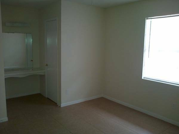 Bedroom at Listing #139566