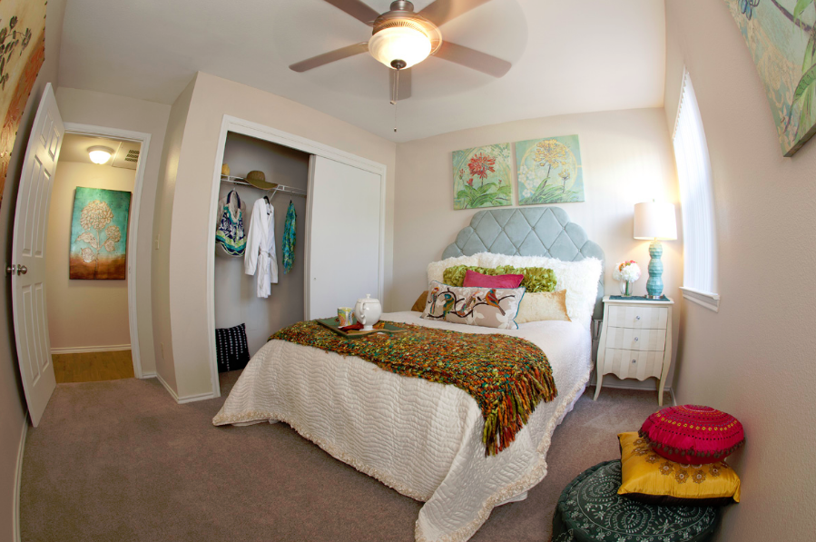 Bedroom at Listing #143399