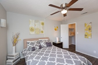 Bedroom at Listing #140217