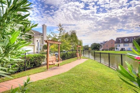 Lakefront Villas Apartments