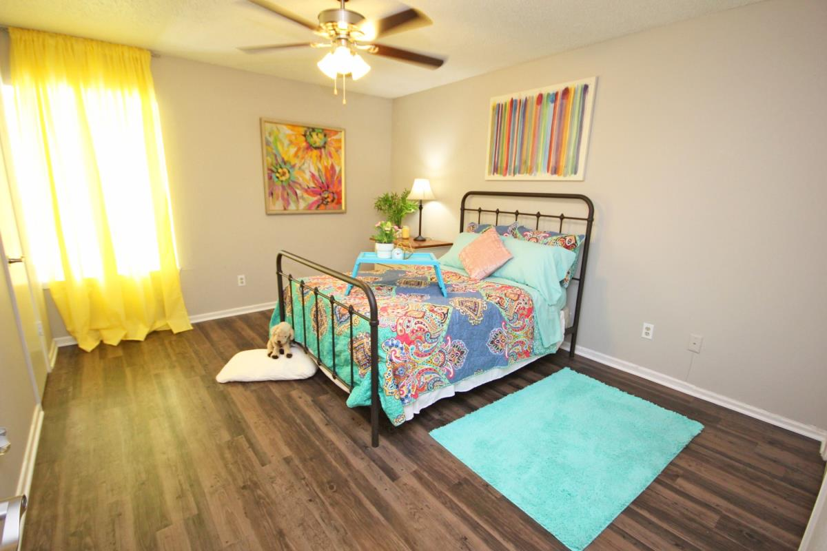 Bedroom at Listing #136298