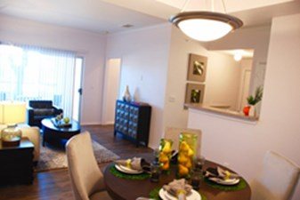 Dining at Listing #141362