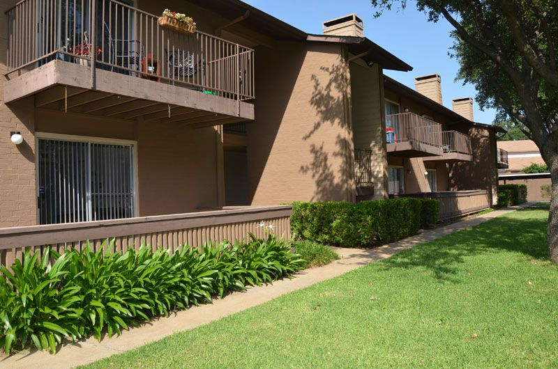 Exterior at Listing #136990