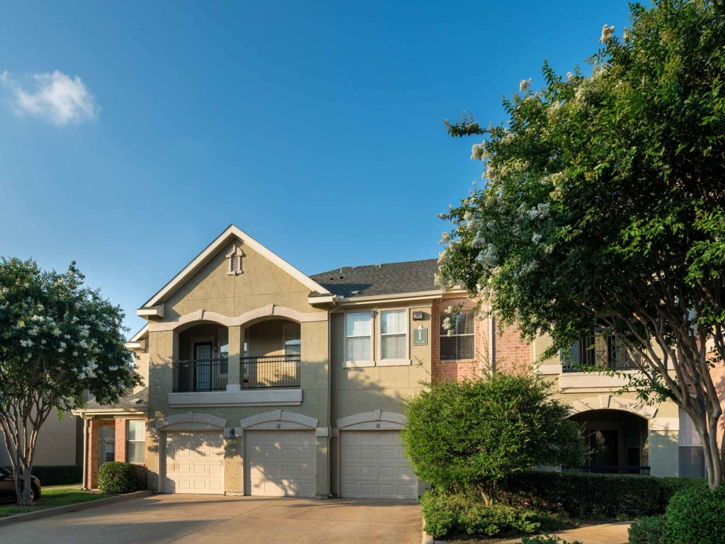 Exterior at Listing #137902