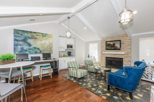 Lounge at Listing #136973