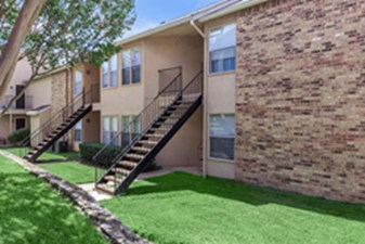 Exterior at Listing #136801