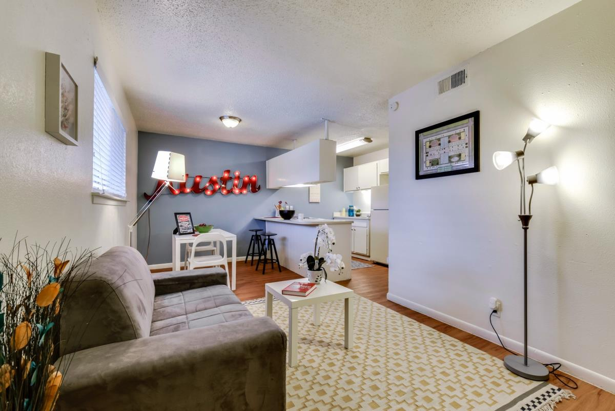 Living Area at Listing #140525