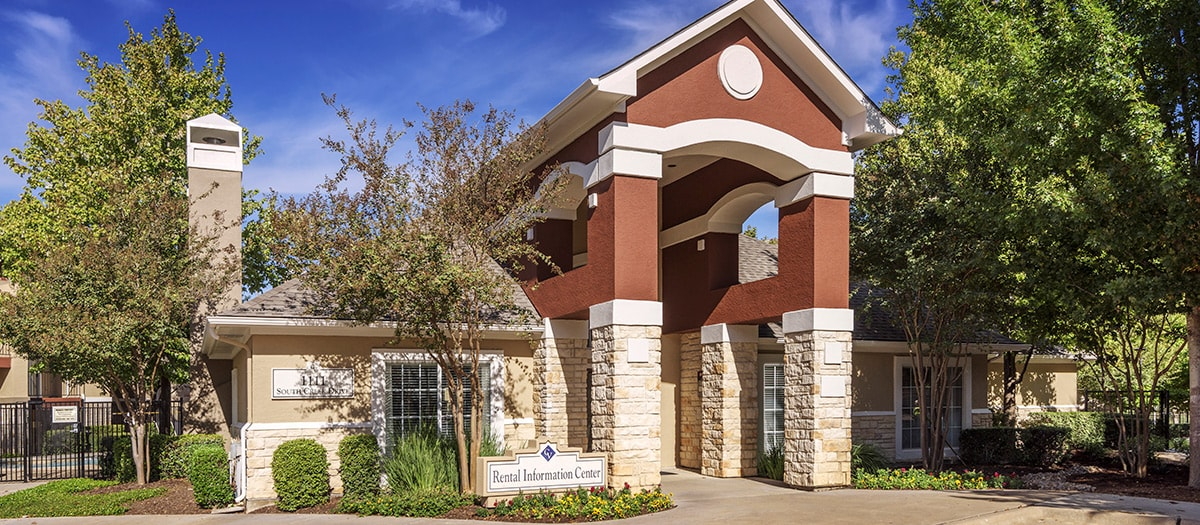 Exterior at Listing #140786