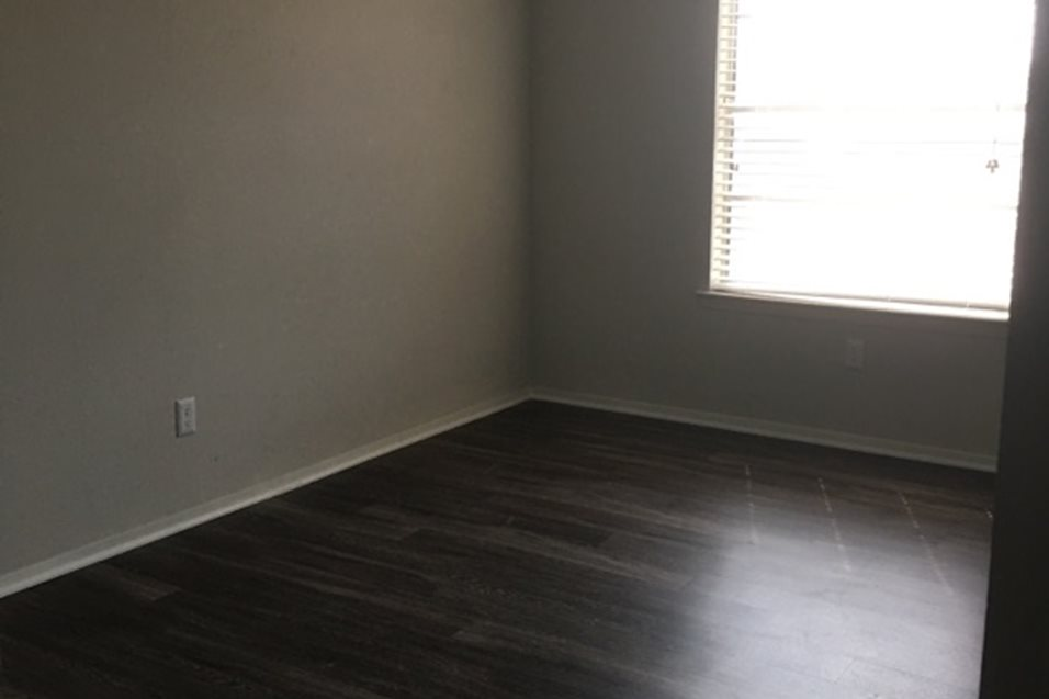 Bedroom at Listing #214176