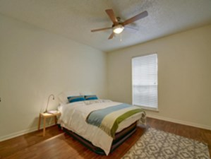 Bedroom at Listing #140352
