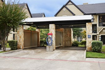 Car wash Area at Listing #144367