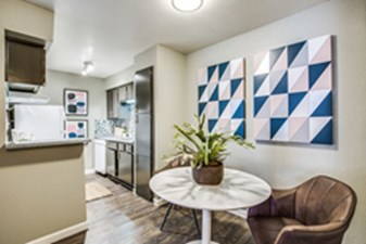 Dining at Listing #138505