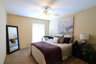 Bedroom at Listing #138583