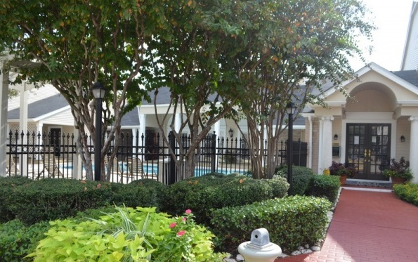 Monticello on Cranbrook Apartments Houston TX