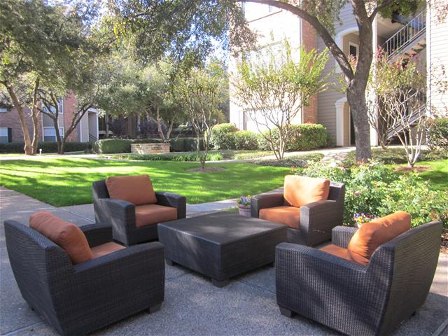 Lounge at Listing #135733