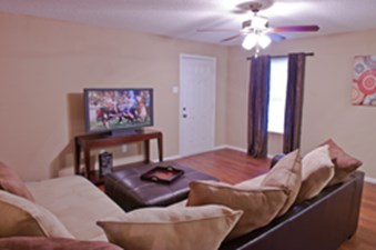 Living at Listing #140558
