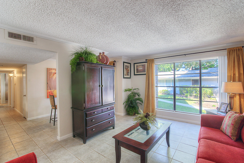 Living Area at Listing #141003