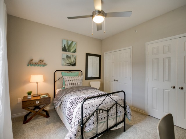 Bedroom at Listing #145118