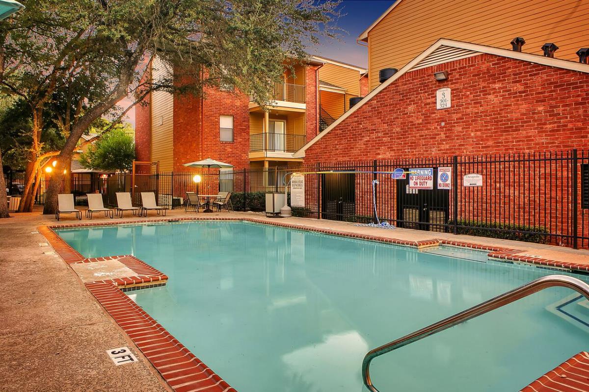 Pool at Listing #140416