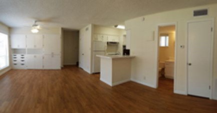 Living Area at Listing #140312