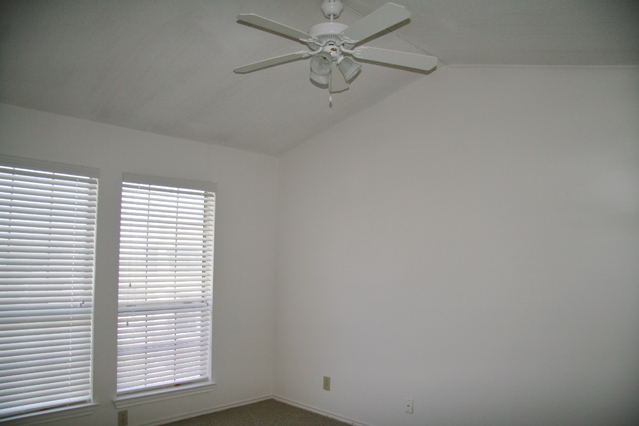 Bedroom at Listing #235438
