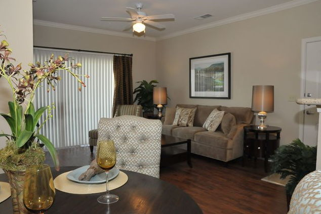 Living at Listing #236618