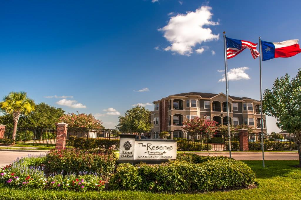 Reserve at Tranquility Lake Apartments Pearland TX