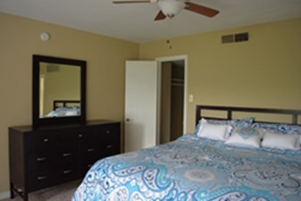 Bedroom at Listing #141418