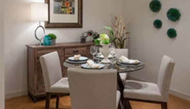 Dining at Listing #260511