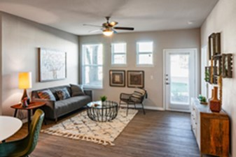 Living at Listing #291850