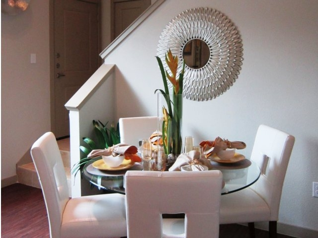 Dining at Listing #245771