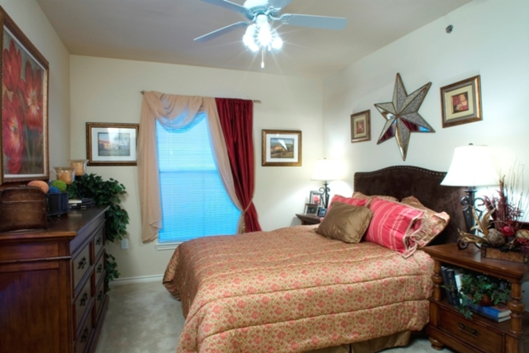Bedroom at Listing #144616