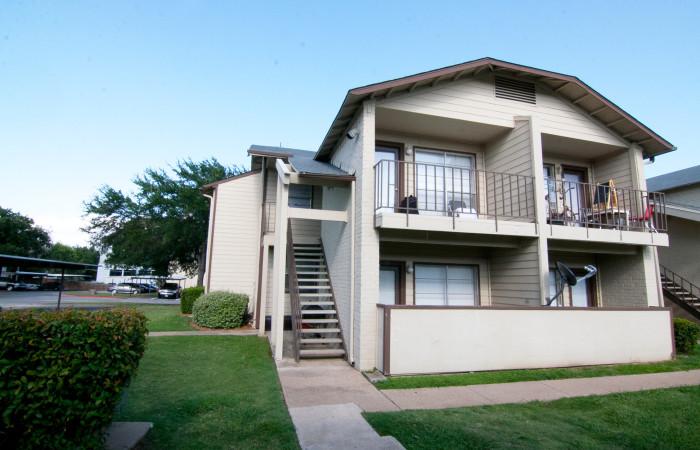 Carriage House Apartments Arlington TX