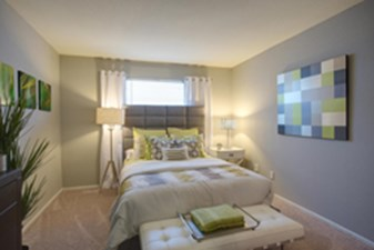 Bedroom at Listing #139901