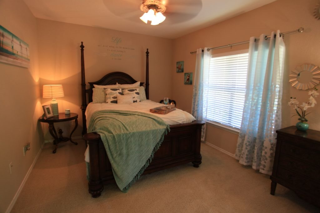 Bedroom at Listing #140801