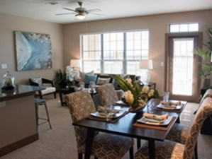 Dining at Listing #258335
