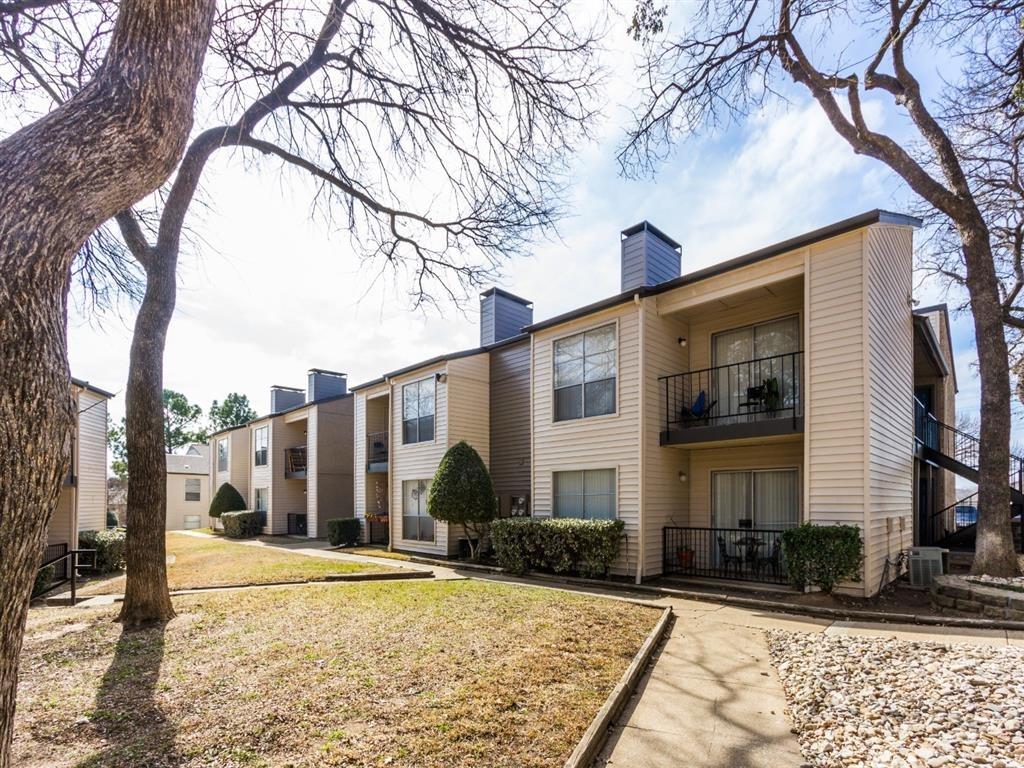 TwentyOne15 Apartments Arlington TX