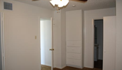Bedroom at Listing #141133