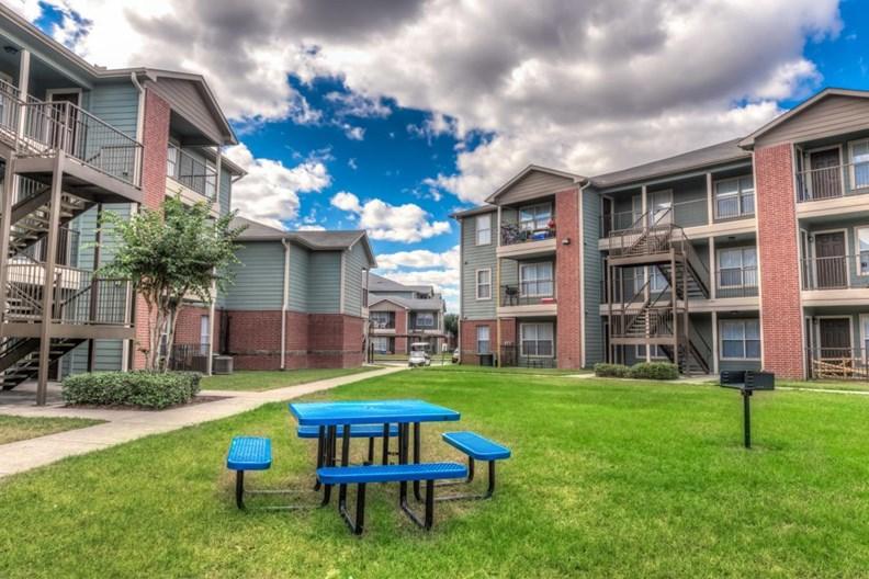 Woodglen Village Apartments
