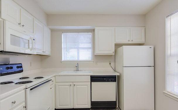 Kitchen at Listing #141110