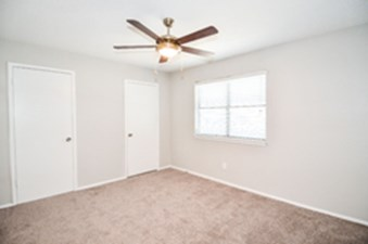 Bedroom at Listing #140561