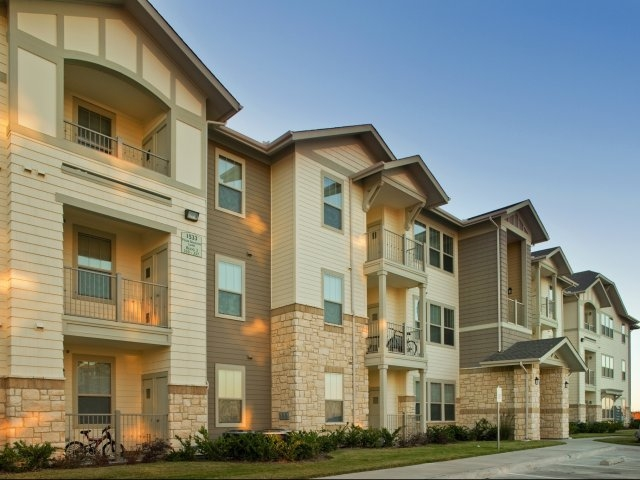 Four Seasons at Clear Creek ApartmentsFort WorthTX