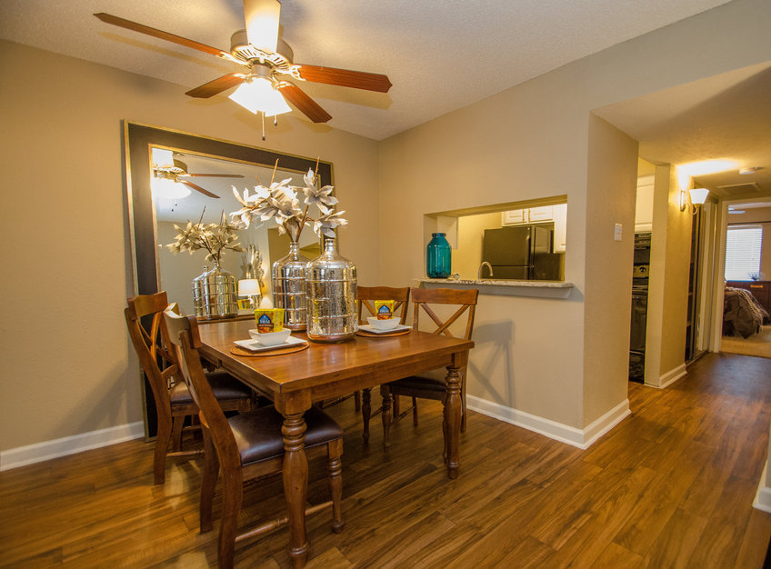 Dining at Listing #135821