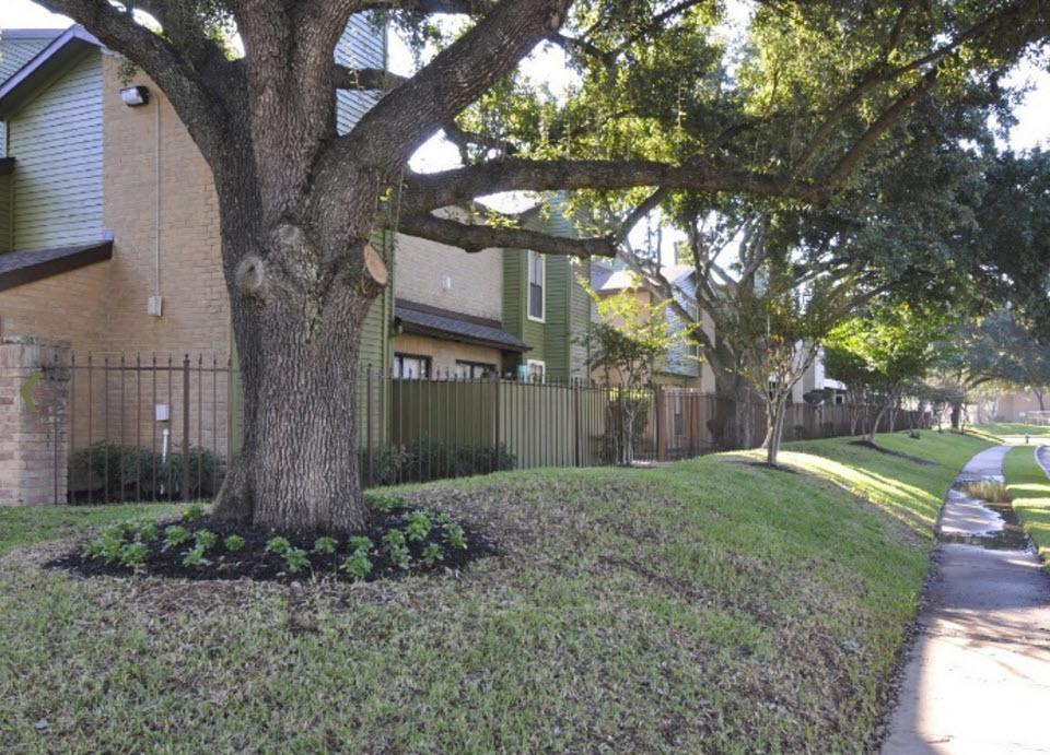 Oaks of Westchase Apartments Houston TX