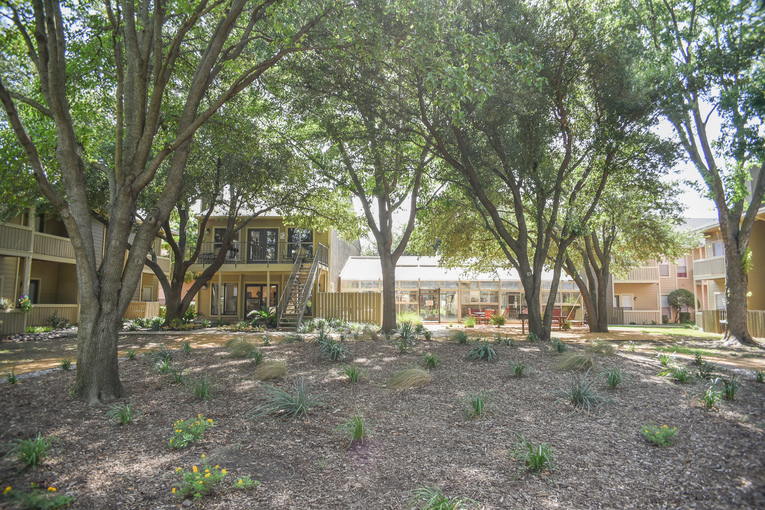Exterior at Listing #137526