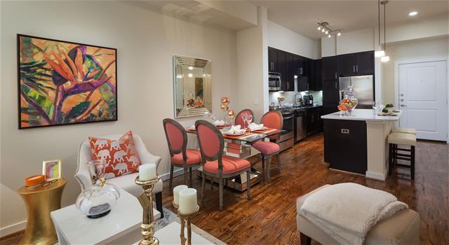 Dining at Listing #229077