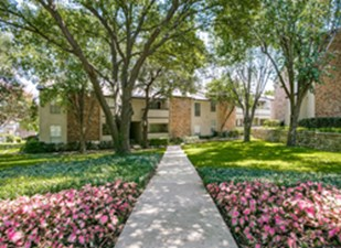 Exterior at Listing #136685